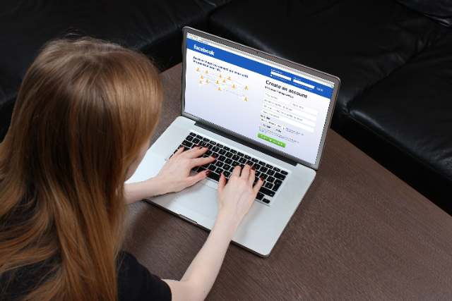 De ce să nu îți inviți prietenii să aprecieze pagina ta de Facebook